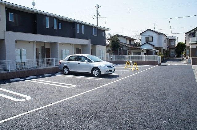リバーサイド弐番館 02020号室の駐車場