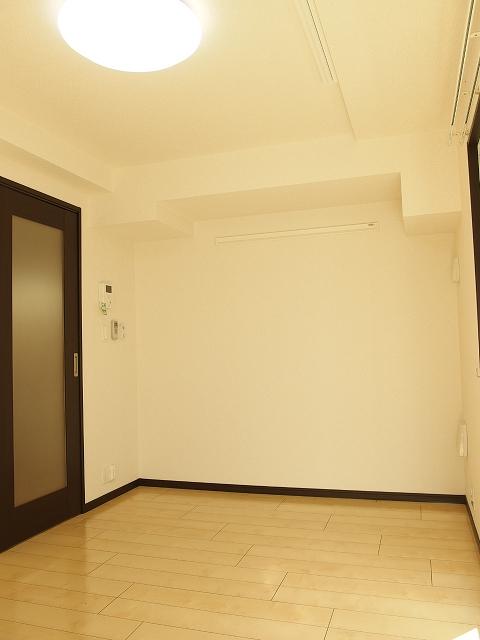 カルム ブローテ 01010号室のリビング