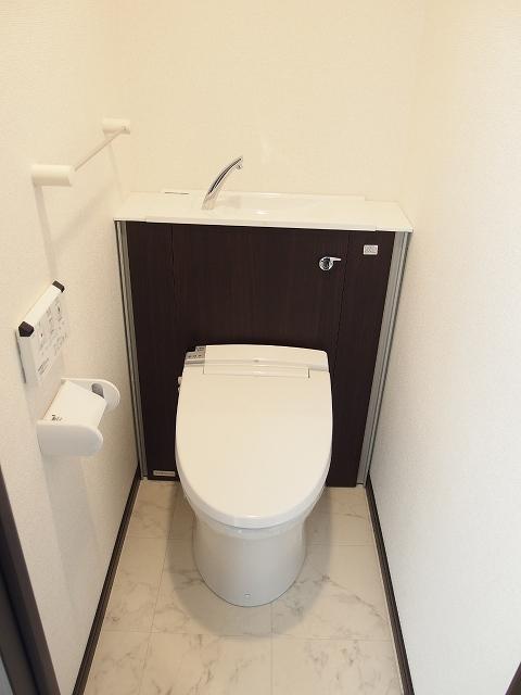 カルム ブローテ 01010号室のトイレ