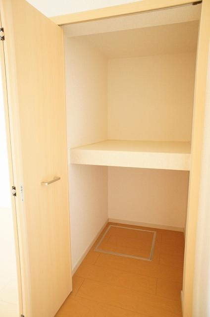 リュミエール オーブ 01030号室の収納