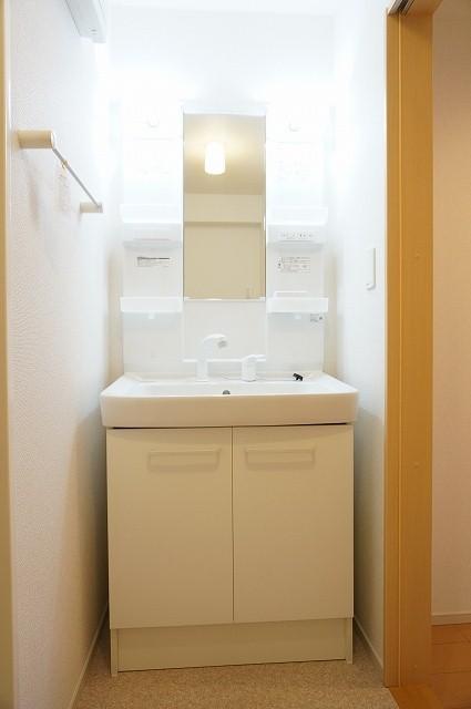 コローレ 02040号室の洗面所