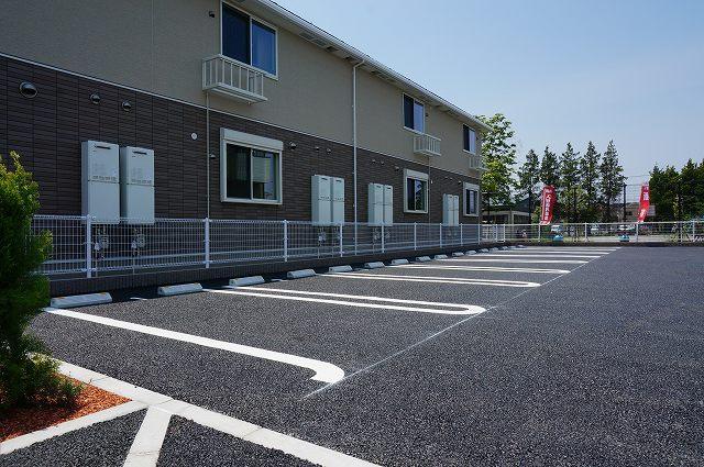コローレ 02040号室の駐車場