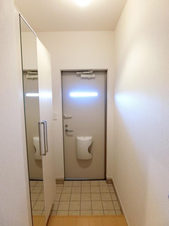 サウスヴァレーⅢ 02030号室の玄関