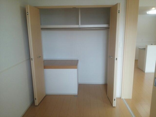 ブランドール 02030号室の収納