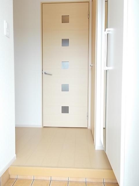 メゾン・ソレアード 01020号室の玄関