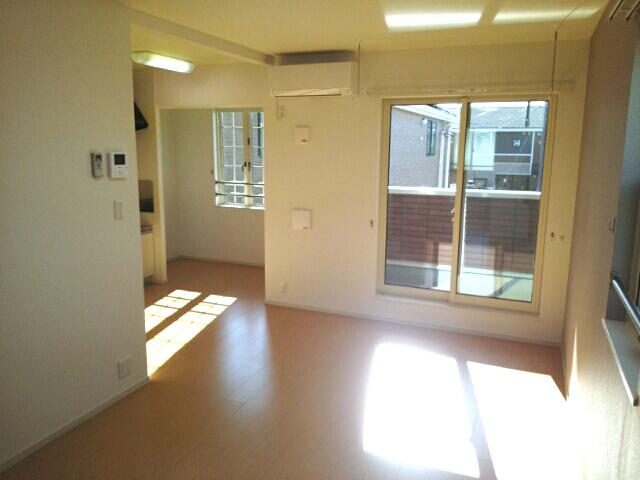ルルディ フォティア 02010号室のリビング