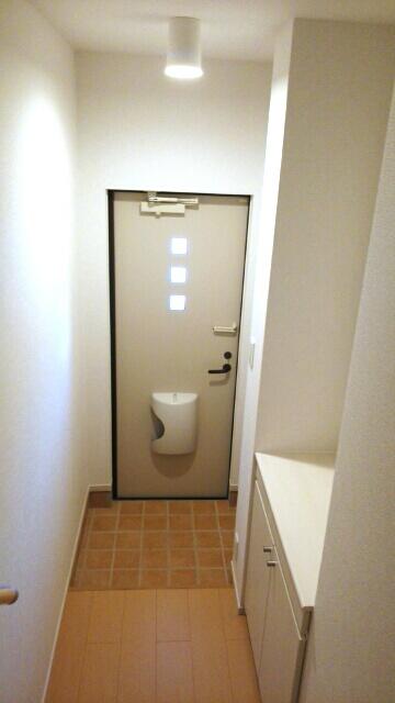 ルルディ フォティア 02010号室の玄関