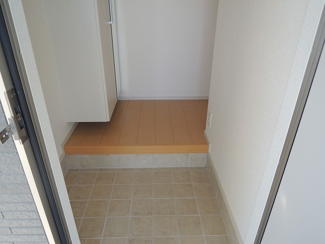 ディアコート 01010号室の玄関