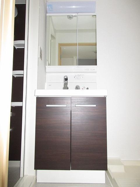 オーガスタ KTⅢ 03010号室の洗面所