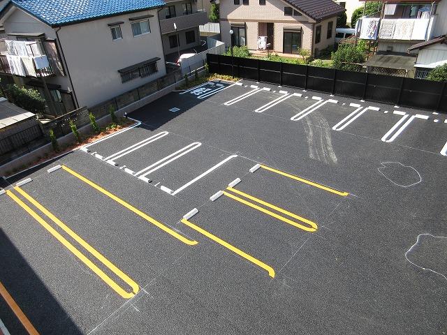 オーガスタ KTⅢ 03010号室の駐車場