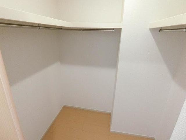 サンリット青柳D 01030号室の収納