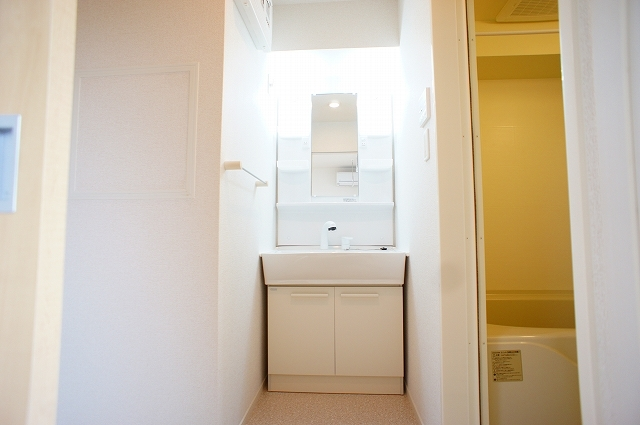イ・グレック・メゾンⅢ 03050号室の洗面所