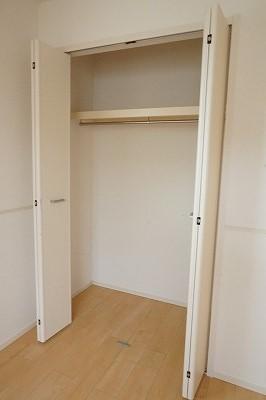 エム・シャルム鶴市Ⅱ 02040号室の収納