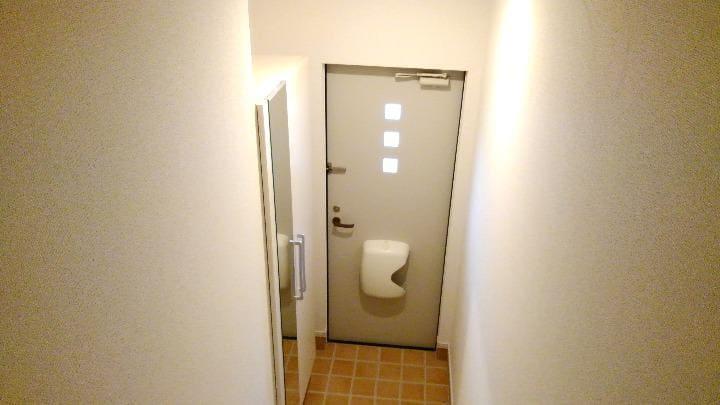 メルティングポット加須 02050号室の玄関