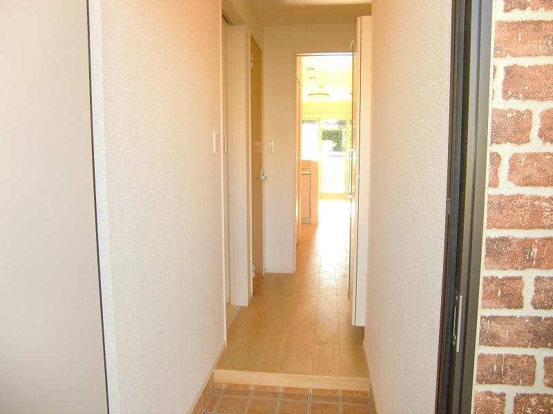 ダンデライオン 01010号室の玄関