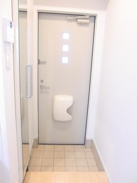 N.グラシオッソ トレス 01020号室の玄関