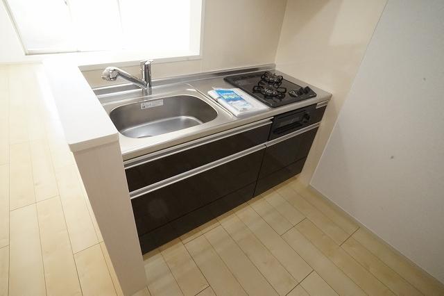 サニー・レジデンス 03030号室のキッチン