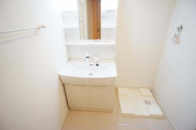 ガーデンハウスM 01030号室の洗面所