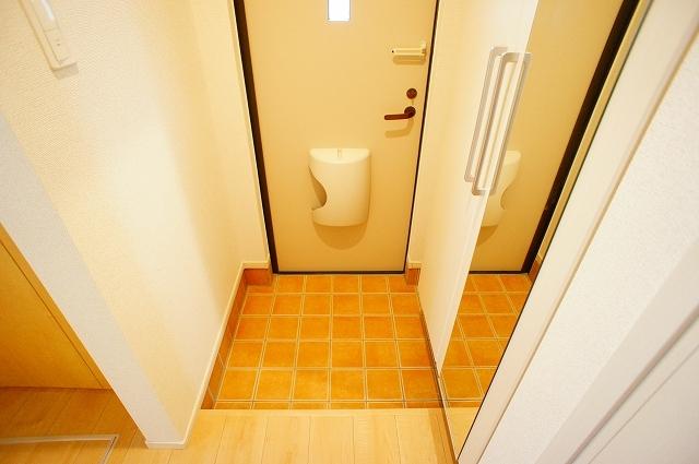 ガーデンハウスM 01030号室の玄関