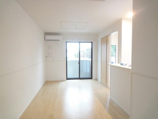 エテルノ・フィオーレ A 01020号室のリビング