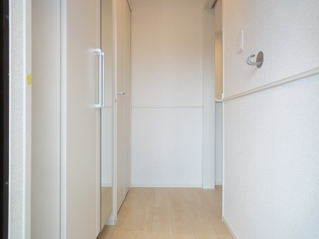 エテルノ・フィオーレ A 01020号室の玄関