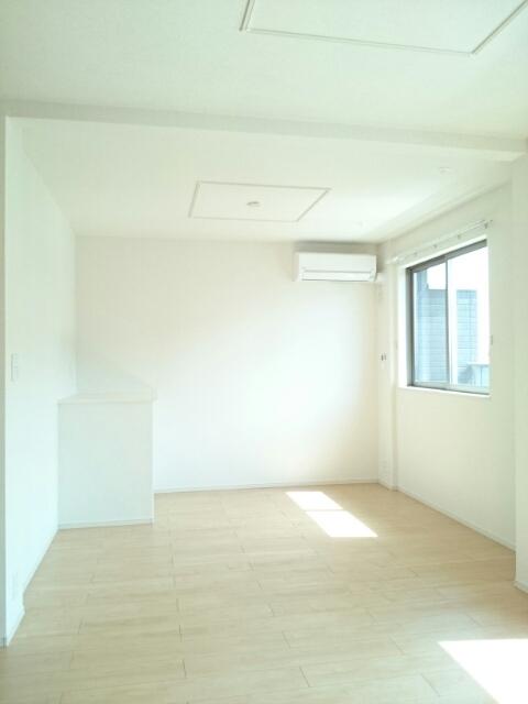 アンソレイエⅢ 02010号室のリビング