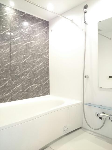 アンソレイエⅢ 02010号室の風呂