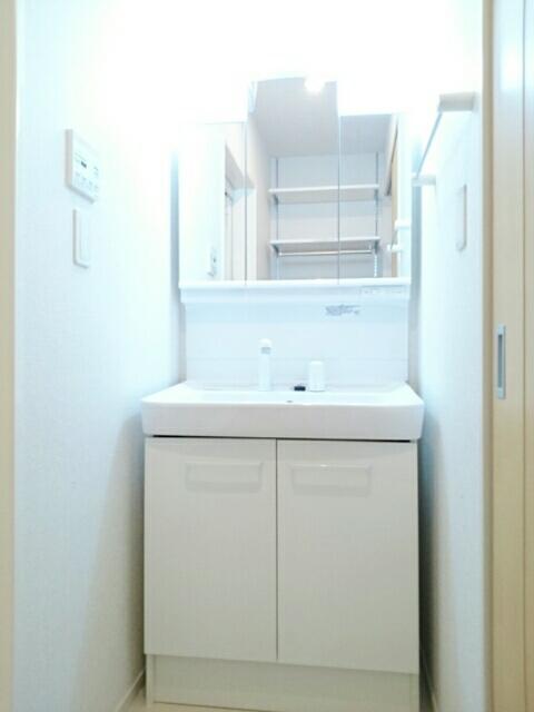 アンソレイエⅢ 02010号室の洗面所