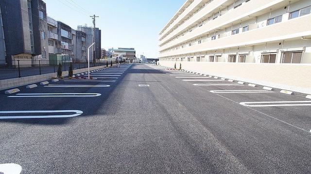 あかやま参番館 02080号室の駐車場