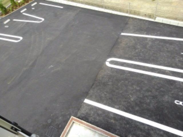アンジェーヌ・ノア 02010号室の駐車場