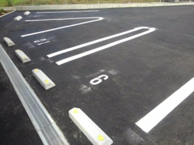 アンジェーヌ・ノア 02040号室の駐車場