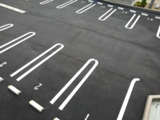 ラフレシール花見Ⅰ 02030号室の駐車場