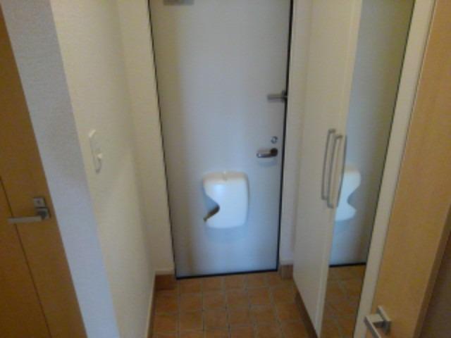 ラフレシール花見Ⅲ 01040号室の玄関