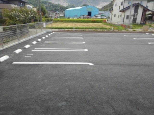 ラ・フォンテ 02040号室の駐車場