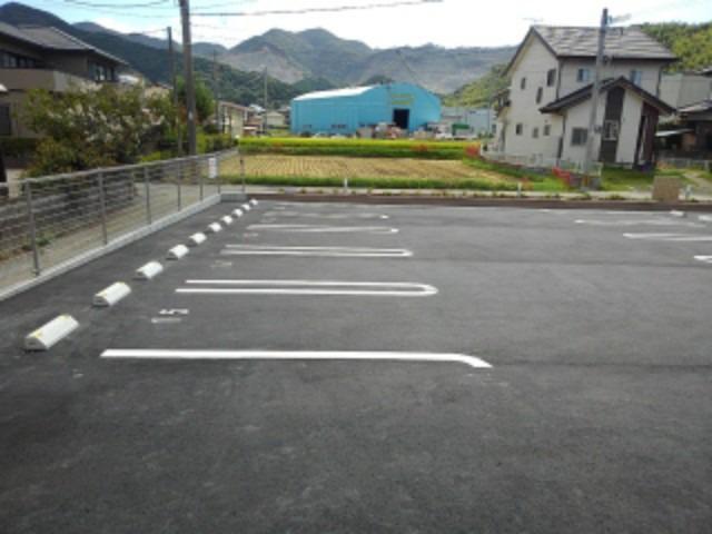 ラ・フォンテ 02050号室の駐車場