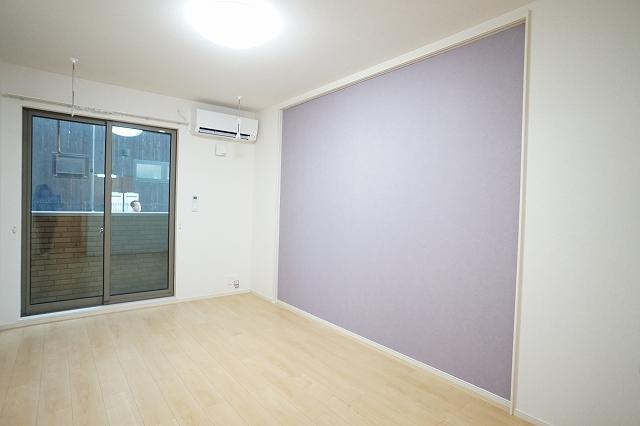 下宗岡2丁目アパート 01020号室のリビング