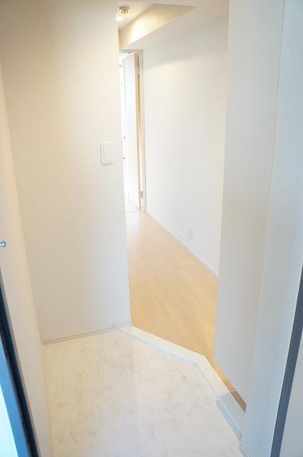 トロワボヌール西大宮 03050号室の玄関