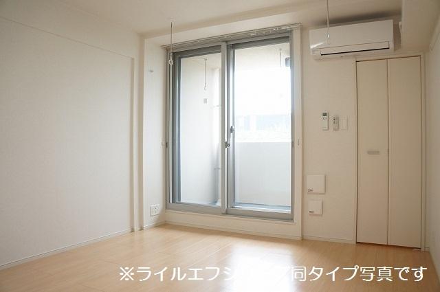 トロワボヌール西大宮 04050号室の居室