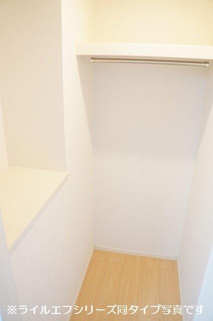 トロワボヌール西大宮 04050号室の収納