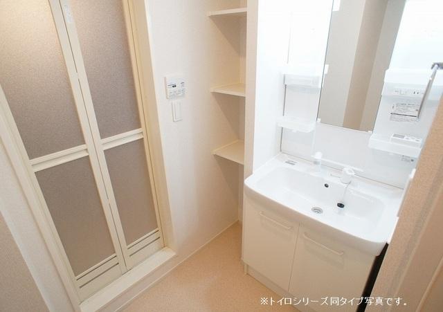 ヴェルディ氷川 01010号室の洗面所