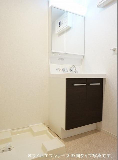 ユニゾン プリムローズⅡ 01030号室の洗面所