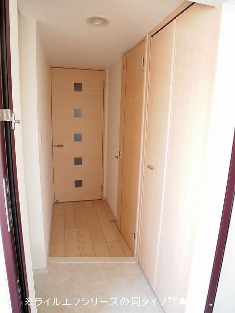 ユニゾン プリムローズⅡ 02030号室の玄関