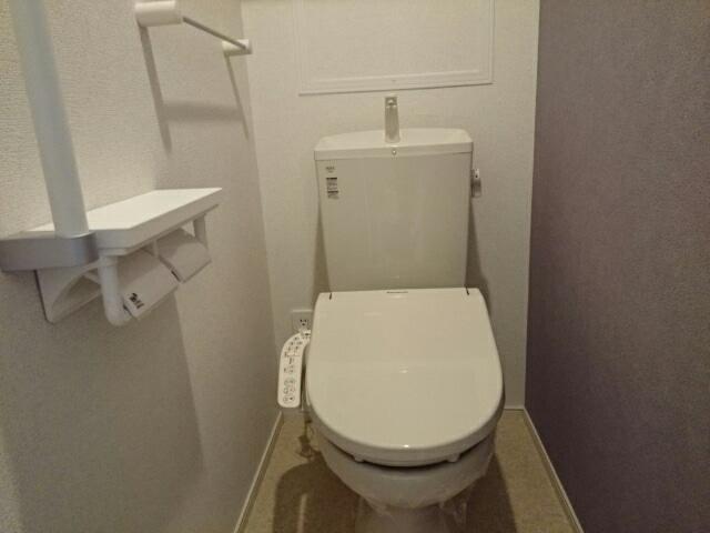 シュティル ラフレシール 02030号室の洗面所