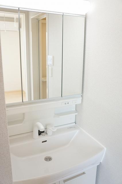 シュティル ラフレシール 03030号室の洗面所