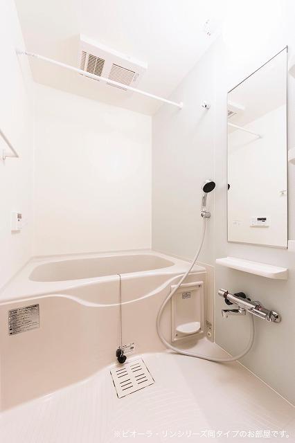 コリーヌ・シャン 01030号室の風呂