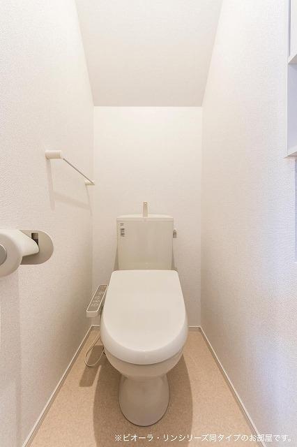 コリーヌ・シャン 01030号室のトイレ