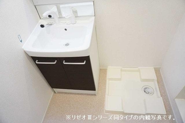 リーブル 01030号室の洗面所