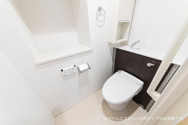 桜木町4丁目マンション 02030号室のトイレ
