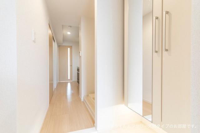 サニー・ブライト桜木 03030号室の玄関