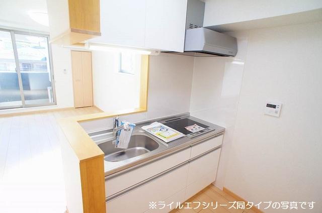 桜木町4丁目マンション 03040号室のキッチン